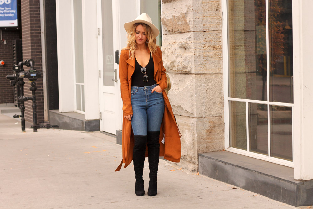Amber from every once in a style wearing forever21 bodysuit and rust trench coat