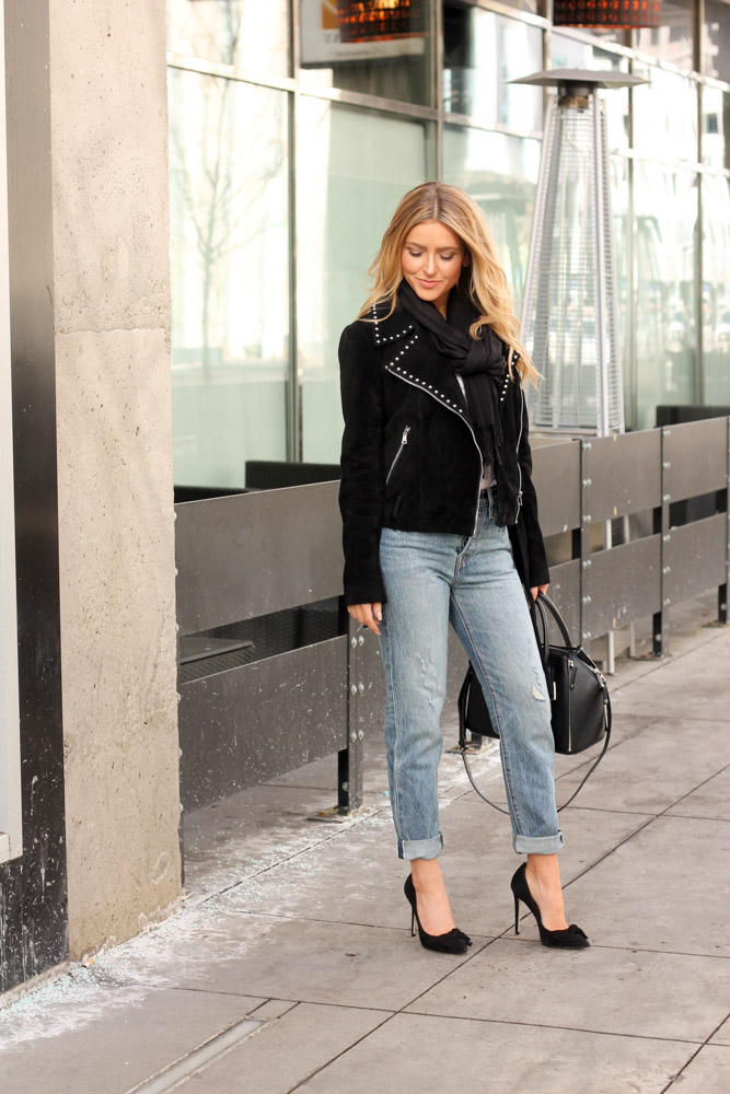 Amber from Every Once in a Style is wearing levi 501 high waisted jeans