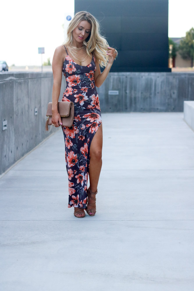 amber from every once in style is wearing|| Windsor floral maxi