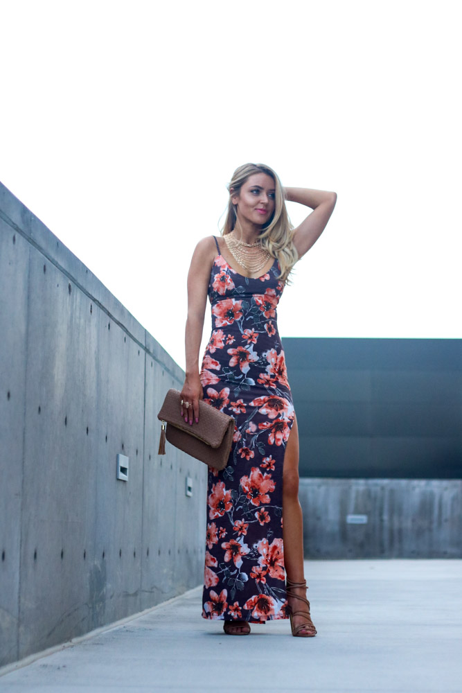 Amber from Every Once in a Style is wearing a || Floral Maxi dress